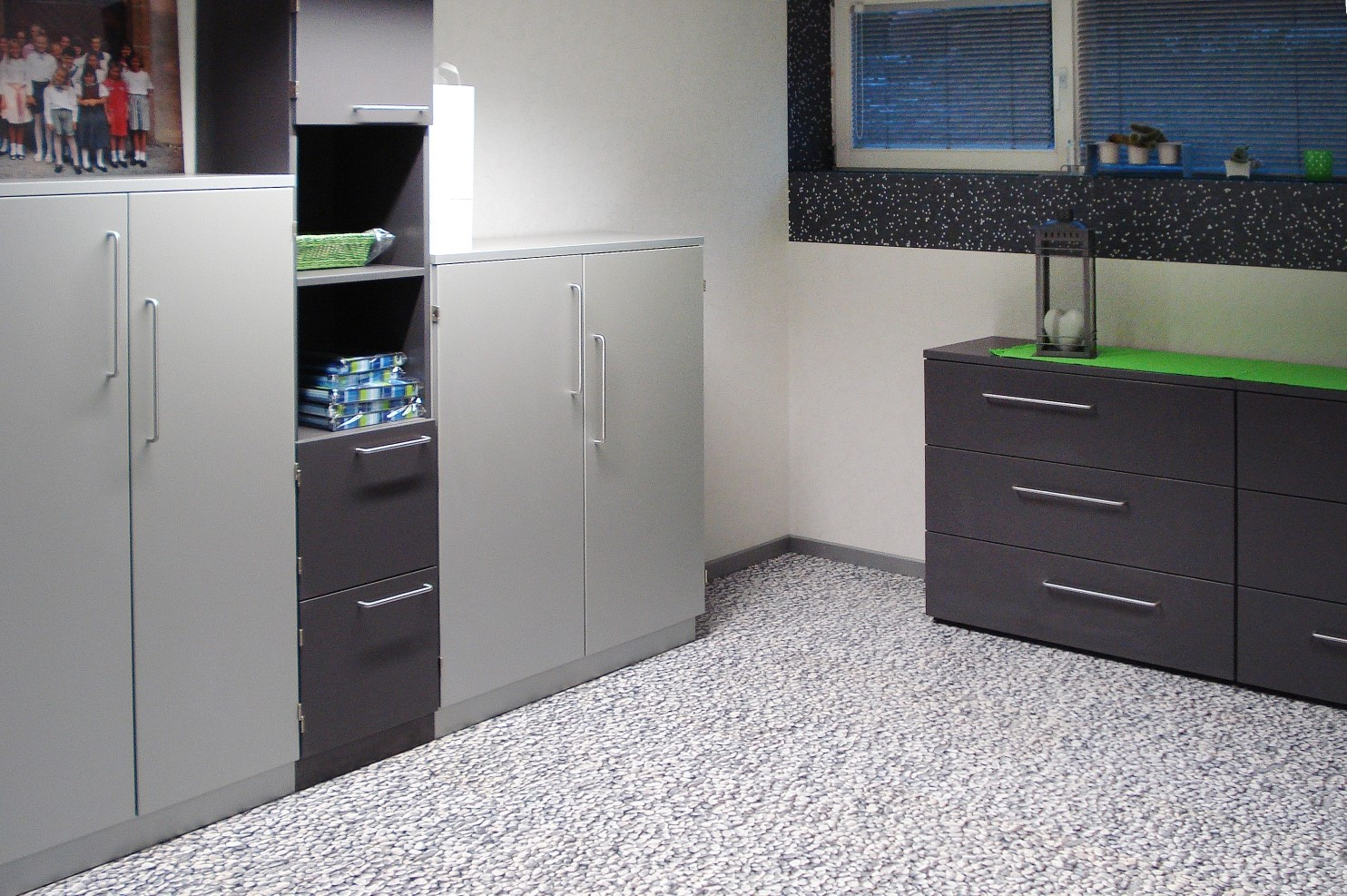 corkstone mamma mia rundkiesel weiss wohnemotion parkett und naturb den. Black Bedroom Furniture Sets. Home Design Ideas