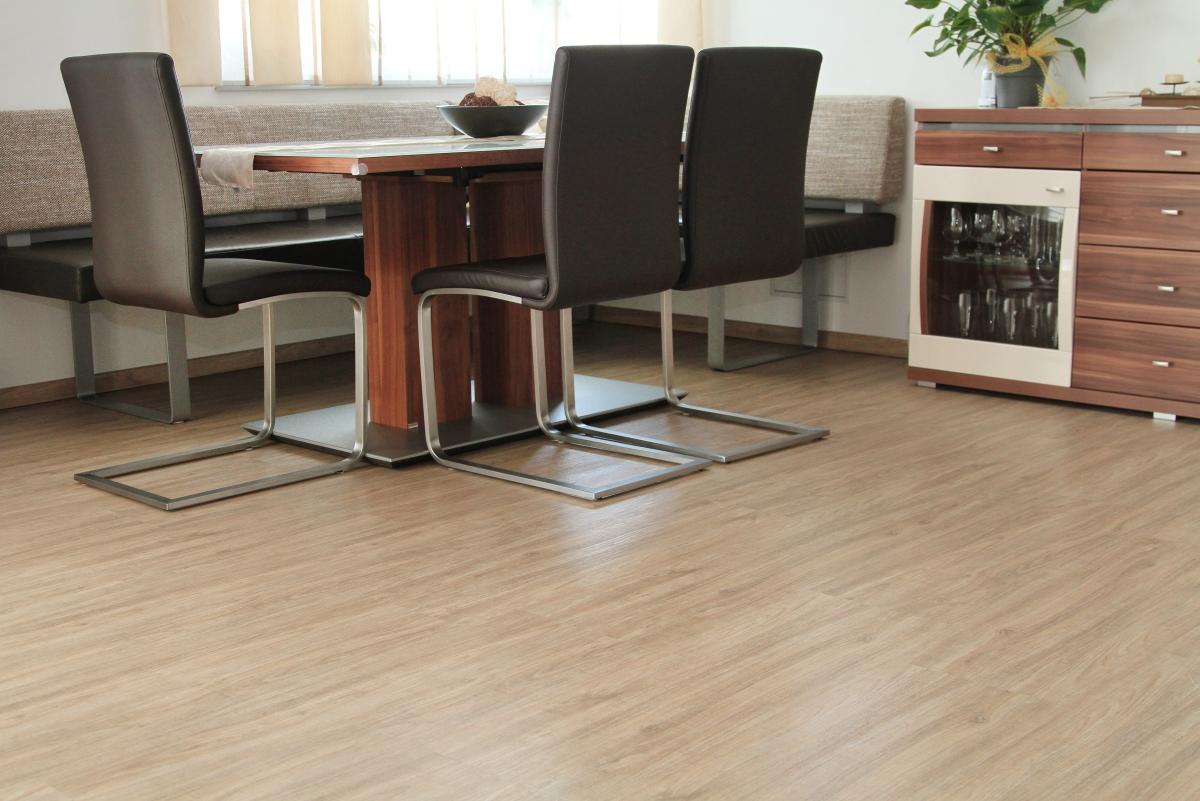 vinylboden pronto design eiche gekalkt wohnemotion parkett und naturb den. Black Bedroom Furniture Sets. Home Design Ideas
